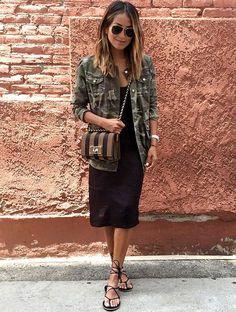 Robe nuisette noire + veste camouflage = le bon mix (instagram Julie Sarinana)