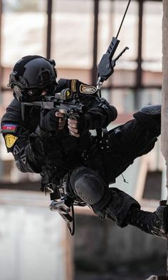 Tactical Uniforms, Tactical Clothing, Tactical Gear, Military Guns, Military Art, Military Special Forces, Pakistan Army, Tac Gear, Armed Forces