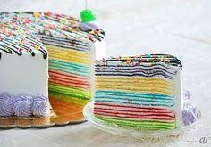 ミャンマーに住む10代女子の「レインボークレープケーキ」がFacebookで大人気