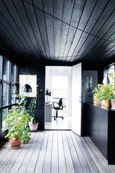black wood - Beautiful Danish Summerhouse | NordicDesign