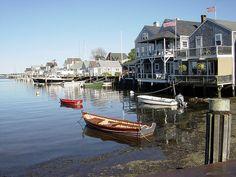 Nantucket est une île américaine. Son nom, dérivé d'un dialecte algonquien signifie Pays lointain. Géographiquement, elle est située dans l'océan Atlantique, quarante kilomètres au large de la presqu'île du « Cap Cod », elle-même seulement à 130 kilomètres au sud de Boston