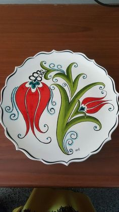 Tabak #Lale #çini Pottery Painting Designs, Pottery Designs, Hand Painted Plates, Hand Painted Ceramics, Stencil Painting, Ceramic Painting, Turkish Pattern, Norwegian Rosemaling, Tuile