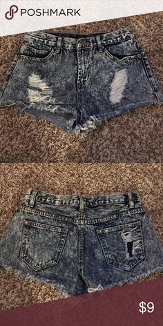 🔺NWOT distress jean shorts🔻 🔺THIS ITEM APPLYS TO THE 4 FOR $30 DEAL🔺   THIS IS HOW IT WORKS: Bundle any 4 items from my closet that contain these emojis in the title of the product 🔺🔻 (Ex: 🔺PINK Racerback bra🔻)  Then, send me an offer of $30 for all the items and I will ACCEPT!    THANK YOU ALL AND HAPPY POSHING!💓👗 Forever 21 Shorts Jean Shorts