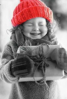 Holiday Surprises, Children of the World 🌍 Green Color Splash Photography Splash Photography, Color Photography, Black And White Photography, Funny Photography, Beautiful Children, Beautiful Babies, Funny Babies, Cute Babies, Color Splash Photo