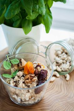 Owsianka z suszonymi owocami i orzechami / Oatmeal with nuts and dried fruits