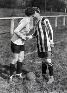 Some friendly sportsmanship before the game: | 22 Photographs Of Vintage Couples Guaranteed To Melt Your Heart