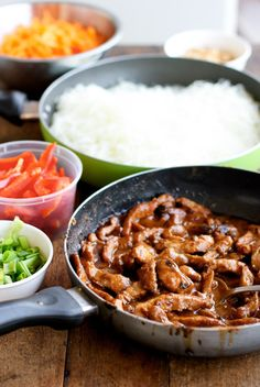 This hoisin pork with rice noodles recipe is like a giant stir fry that includes delicate rice noodles. Lots of veggies and tons of flavor. Pork Recipes, Asian Recipes, Cooking Recipes, Ethnic Recipes, Vietnamese Recipes, Chinese Recipes, Healthy Recipes, Pan Dulce, Pasta