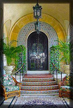 Mar-a-Lago, Guest entrance