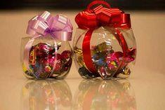Lindos dulceros reutilizando botellas de PET - Dale Detalles Plastic Bottle Crafts, Plastic Bottles, Orla Infantil, Pet Bottle, Diy Stuffed Animals, Diy Flowers, Piggy Bank, Christmas Bulbs, Balloons