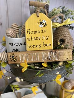 Bee Crafts, Diy And Crafts, Scrap Wood Crafts, Making Signs On Wood, Bee Party, Bee Design, Bee Theme, Tier Tray, Summer Crafts