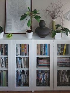Materials: - BILLY bookcase, white, 80x28x106 cm - GRYTNÄS glass door, off-white, 40×100 cm - UTRUSTA hinge We were looking for mid-height bookcases with glass doors for our living room, at a reasonab
