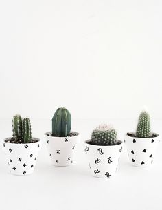 25 maneiras DIY simples para personalizar e pintar vasos de terracota