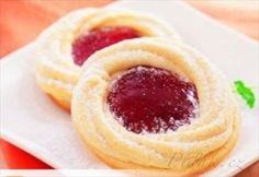 Picture of Recept - Linecké margaretky Cookie Desserts, Cupcake Cookies, Cookie Recipes, Christmas Sweets, Christmas Baking, Sweet Bar, Czech Recipes, Biscuit Recipe, How Sweet Eats
