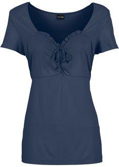 Dunkelblaues Shirt von BODYFLIRT überzeugt mit seiner femininen Optik. Der herzförmige Ausschnitt ist mit süßen Rüschen verziert und setzt so einen tollen Akzent. Durch zarte Raffungen und eine gebundene Schleife wird das Dekolleté besonders schön betont. Das dunkelblaue Shirt ist kurzärmlig und leicht tailliert geschnitten. Das angenehme Material sorgt für hohen Tragekomfort. #shirt #sommer #mode