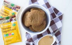 Protein Superfood Peanut Butter Cookies With Hidden Greens Recipe - Amazing Grass Aloha Protein, Amazing Grass, Low Calorie Breakfast, Greens Recipe, Peanut Butter Cookies, Protein Superfood, Great Recipes, Healthy Snacks, Sweet Tooth