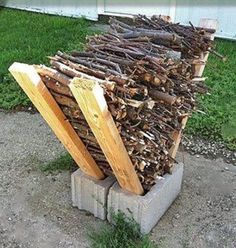 40 Ways To Use Cinder Blocks At Home . Use cinder blocks as an impromptu firewood storage solution. Simply place some long two by fours on either side of two cinder block placed side-by-side, and stack your firewood in between them. Backyard Projects, Outdoor Projects, Garden Projects, Diy Projects, Outdoor Crafts, Backyard Designs, Project Ideas, Outdoor Firewood Rack, Firewood Storage