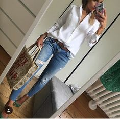 Women's Fashion Frauenmode White Shirt And Blue Jeans, White Shirt Outfits, Casual Work Outfits, Business Casual Outfits, Mode Outfits, Work Casual, Classy Outfits, Chic Outfits, Casual Chic