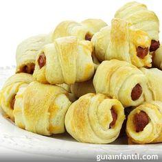 Receta de rollos de salchicha con hojaldre para la fiesta de cumpleaños, para la merienda o la cena de los niños. Una receta para elaborar con los pequeños de la casa.