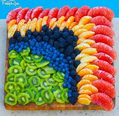 19 Ideas Fruit Plate Designs Veggie Tray For 2019 Fruit Decorations, Food Decoration, Balloon Decorations, Party Platters, Food Platters, Healthy Appetizers, Healthy Snacks, Fruit Appetizers, Fruit Platter Designs