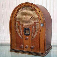 "Philco ""Cathedral"" Superhetrodyne Radio"