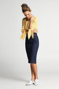 Tips/ advies/ kledingtips/ figuurtips voor de kleine vrouw | Style Consulting Short Girl Fashion, Brigitte Bardot, Short Girls, Style Guides, Spring Summer, Couture, Elegant, Sexy, Skirts