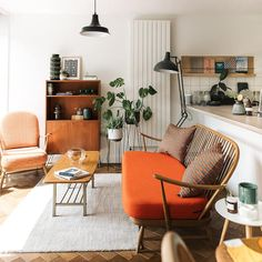 Home Tour: Rachael & Alex Otterwell of Object Style — 91 Magazine - – A mix of mid-century modern, bohemian, and industrial interior style. Home and apartment decor, - Home Design, Home Interior Design, Mid-century Interior, Interior Ideas, Vintage Interior Design, Interior Livingroom, Vintage Interiors, Midcentury Modern Interior, Wall Design