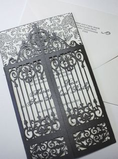 Envuelva su invitación con un láser magnífico desplegable para que parezca una antigua puerta de hierro forjado. Instantáneamente crear el aura de elegancia vintage. El precio es de sólo el gatefold (bolsillo trasero, añadir.55. Es un estudio de servicio completo, por lo que podemos imprimir tu invitación en la prensa de copiar, impresión plana, o levantado la tinta. Puede seleccionar cualquier acción de papel de color de la paleta de colores (mostrada arriba).