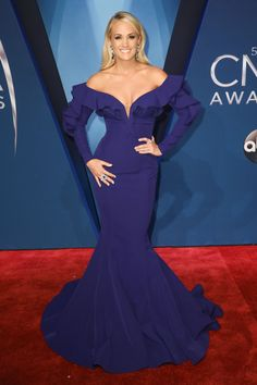 Carrie Underwood Cma, Carrie Underwood Pictures, Cma Awards, Music Awards, Beaded Cape, Best Country Music, Queen Of Everything, Next Clothes, Red Carpet Fashion
