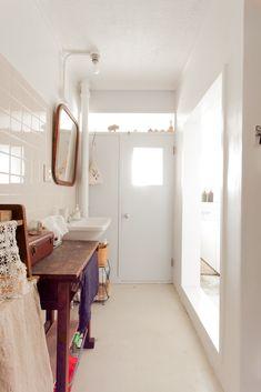 既存のレトロな雰囲気を活かした洗面スペース。奥のトイレ&右の浴室には窓があるので、とっても明るいです。#A様邸練馬 #団地リノベ #シンプルな暮らし #洗面室 #トイレ #浴室 #日当たり良好 #EcoDeco #エコデコ #インテリア #リノベーション #renovation #東京 #福岡 #福岡リノベーション #福岡設計事務所 Cabinet, Storage, Furniture, Home Decor, Clothes Stand, Purse Storage, Decoration Home, Room Decor, Closet