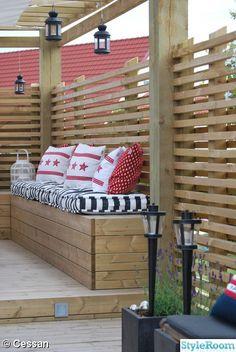 pergola med sittbänk,altan,trädäck,kuddar,sittdynor