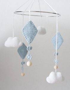 Amigurumi Mobiles - Inspirations - My Crochet World - Before After DIY Crochet Baby Mobiles, Crochet Mobile, Crochet Baby Toys, Crochet For Kids, Diy Crochet, Baby Knitting, Diy Bebe, Crochet Dragon, Crochet World