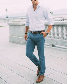 10 Must have Fashion staples for Men to build his Capsule Wardrobe - Men's style, accessories, mens fashion trends 2020 Mens Fashion Blog, Fashion Mode, Look Fashion, Fashion Fall, Fashion Trends, Fashion Ideas, Fashion Clothes, Fashion Check, Guy Fashion