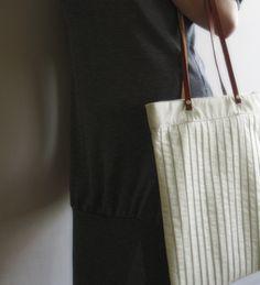 TEXTILE BAG WITH INSIDE POCKET, HIDDEN MAGNETS, LEATHER BAG STRAP WIDTH 32 CM | HEIGHT 40 CM
