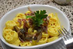 La pasta con funghi, speck e zafferano è un primo piatto semplice da preparare ma davvero sfizioso. Ecco la ricetta ed alcuni consigli