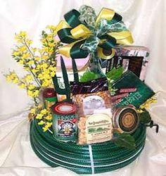 garden gift basket  shareourgarden.blogspot.com