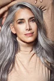 Image Result For 40 Years Old Grey Hair Lowlights Blue Eyes Lunghi Capelli Grigi Capelli D Argento Idee Per Acconciature