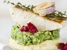 Zander auf Zweierlei Püree (Kartoffel, Petersilie) ist ein Rezept mit frischen Zutaten aus der Kategorie Fisch. Probieren Sie dieses und weitere Rezepte von EAT SMARTER!