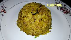 Aloo Poha - the quintessential Indian breakfast dish! Indian Breakfast, Breakfast Dishes, India Food, Diet, Cooking, Ethnic Recipes, Kitchen, Indian Dishes, Banting