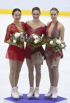 Kaetlyn Osmond (C) of Canada, the Finlandia Trophy's winner, stands on the podium with second-place finisher Mao Asada (L) of Japan and third-place finisher Anna Pogorilaya of Russia after the event in Espoo, Finland, on Oct. 7, 2016. (Kyodo) (1990×2905)