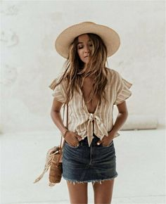 We love a cute denim skirt, and this boho style is one of our favorite denim skirt outfits! Denim Skirt Outfits, Cute Outfits, Outfits With Jean Skirt, Pretty Outfits, Denim Skirt Outfit Summer, Casual Shorts Outfit, Denim Skirts, Girly Outfits, Skirt Pants