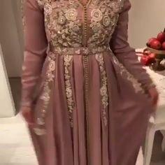 Corte e Costura Veja Como Mudar Sua Vida Financeira Modo Simples e Fácil İslami Erkek Modası 2020 - Tesettür Modelleri ve Modası 2019 ve 2020 Hijab Dress Party, Hijab Style Dress, Kaftan Style, Dress Outfits, Moroccan Kaftan Dress, Caftan Dress, Indian Bridesmaid Dresses, Pakistani Wedding Dresses, African Fashion Dresses