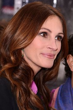 10 celebrities with chic auburn hairstyles: Julia Roberts