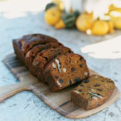 Pumpkin Bread with Nuts and Raisons: Prep and Cook Time: about 1 hours. Rich spice flavors shine in this tender, cakelike bread. Notes: You can store this bread airtight at room temperature up to 3 days or freeze up to 3 months. Fig Quick Bread, Quick Bread Recipes, Banana Bread Recipes, Pumpkin Recipes, Sweet Bread, Fall Recipes, Pumpkin Chocolate Chip Bread, Pumpkin Bread, Chocolate Chips