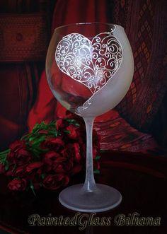 Verre de vin peinte à la main amour par PaintedGlassBiliana sur Etsy