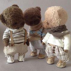 WEBSTA @ lyusha_loops - Иногда, я скучаю по моим ребятам. Но знаю, что они счастливы в новых семьях##тедди#теддист#медведь#мишкитедди#мишкатедди#мастеркрафт#друзьятедди#селебрити#одеждадлямишек#друзьятедди#ручнаяработа#шьюмишек#ярмаркамастеров#bear#bears#hobby#bearshobby#авторскиймишкатедли#handmade#artistteddy#teddy#teddybear#toy#bestmasterpiece#декорвдетскую#кукла#текстильнаякукла#авторскаякукла#мастеркрафт#artdoll#