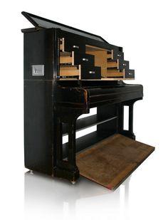 Piano-Möbel