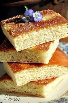 Avec ce bon goût de fleurs d'oranger, j'adore... Ingrédients 300 g de farine 2 oeufs 1 pincée de sel 30 g de sucre de canne 1 sachet de sucre vanillé 60gr de beurre 2 cs d'arôme de fleur d'oranger 2 cs de lait 1 sachet de levure de Boulanger Mélanger...