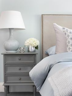 Pretty blue with grey room.Welcoming Guest Bedroom Ideas for Wi. Pretty blue with grey room.Welcoming Guest Bedroom Ideas for Winter Visitors Grey Bedroom Design, Bedroom Colors, Bedroom Ideas, Headboard Ideas, Grey Headboard, Gray Bedding, Nailhead Headboard, Bedroom Night, Bedroom Bed