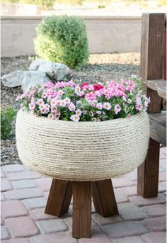 Need DIY garden projects and ideas to decorate your home outdoor? Find 101 DIY garden projects made with recycled materiel to upgrade your garden at no cost. Backyard Projects, Outdoor Projects, Garden Projects, Outdoor Decor, Backyard Ideas, Outdoor Living, Outdoor Ideas, Fun Diy Projects For Home, Diy Yard Decor