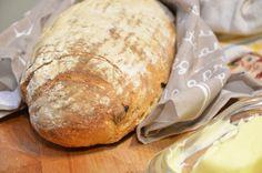 Przepis na domowy chleb pszenny z chrupiącą skórką. Przepis na posty chleb pszenny z chrupiącą skórką, na zakwasie lub z dodatkiem drożdży.